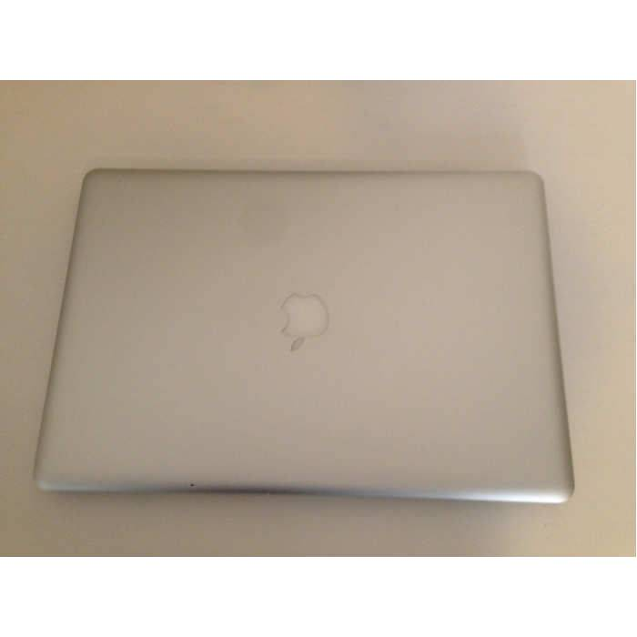 2. EL APPLE MACBOOK PRO 17 INCH 4 GB