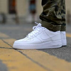 new product 3a9bd 44afa Nike Air Force 1 Low 07 All White mens Shoes