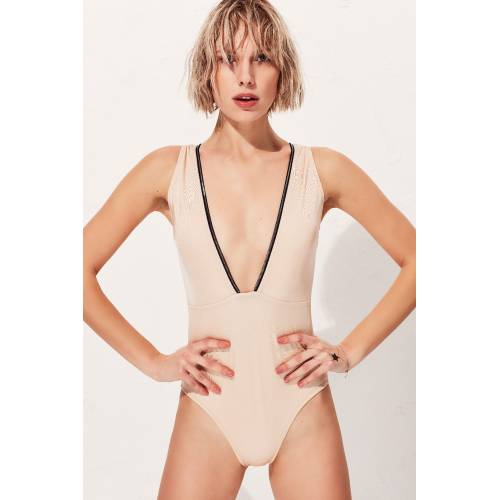 Less Is More Zoe Mayo LM18302