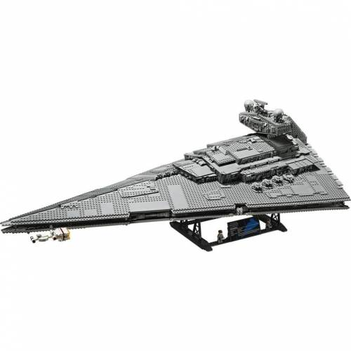 LEGO Star Wars 75252 Imperial Star Destroyer Ultimate Collector Series